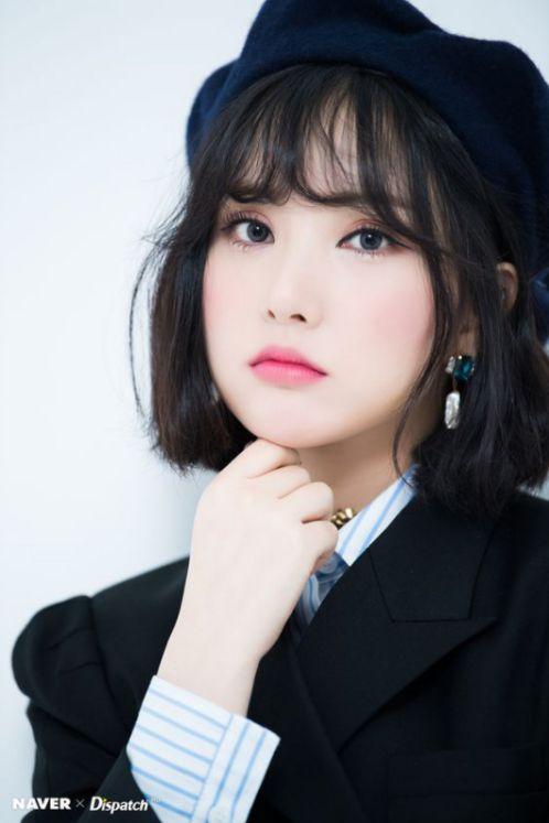 Phong cách tóc ngắn kết hợp mái thưa đẹp trẻ trung này là sự lựa chọn của ngôi sao Hàn Quốc. Vậy còn chần chờ gì mà không tạo kiểu hot trend này.