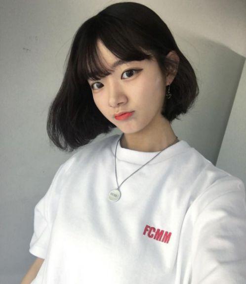 Bộ cánh thời trang đẹp cùng tóc ngắn mái bằng Hàn Quốc luôn là sự lựa chọn của nhiều bạn nữ ngày nay. Bạn có thích phong cách này không nào?