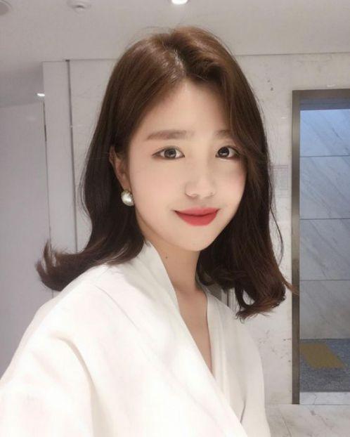BST 5 mẫu tóc nữ cụp đuôi phong cách Hàn Quốc mà nhiều cô gái Việt phải thích thú bởi nét trẻ trung, cá tính và quyến rũ.