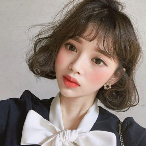 Chỉ cần chọn một kiểu tóc ngắn mái thưa phong cách Hàn Quốc phù hợp khuôn mặt bạn là đã làm nhiều cánh đàn ông nam giới gục ngã liền cho xem.
