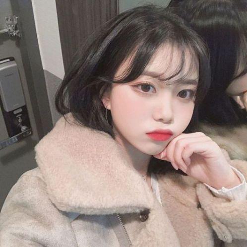 Bạn có biết mái thưa là một trong các phong cách kiểu tóc ngắn được nhiều giới trẻ tại Hàn Quốc yêu thích. Style đang dẫn đầu xu hướng 2019 này.