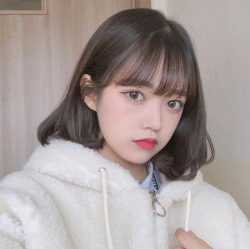 Xem ngay kiểu tóc ngang vai uốn nhẹ đang thịnh hành tại Hàn Quốc, một từ khóa được nhiều bạn trẻ cá tính, xinh xắn và trẻ trung tìm kiếm đó nha.