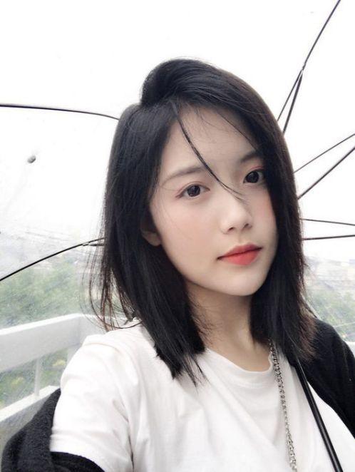 Vì sao tóc duỗi thẳng ngang vai không mái đang là xu hướng tại đất nước Hàn Quốc xinh đẹp? Tạo nên những trào lưu mang màu sắc tươi mới?