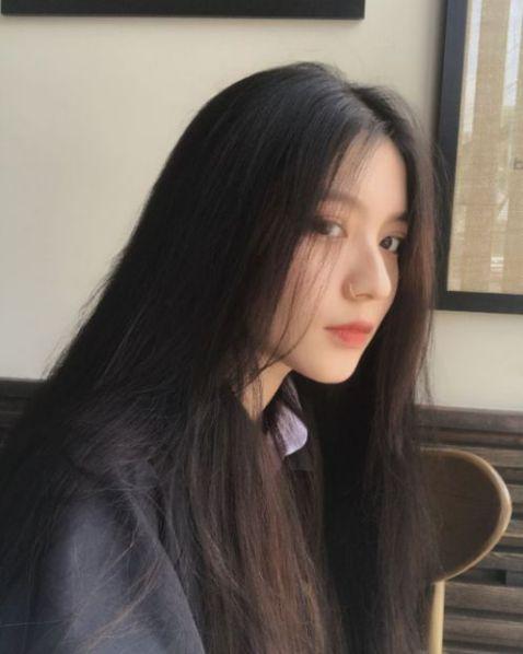 Bạn đang là học sinh hay sinh viên đều có thể tỏa sáng khi chọn mẫu tóc dài đẹp nhất 2019. Phong cách nữ tính được yêu thích ngày nay.