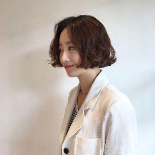 Ai cũng có quyền làm đẹp chính bản thân mình, bạn đã biết cách làm đẹp diện mạo bằng kiểu tóc ngắn sóng nước tại xứ Hàn Quốc này chưa.