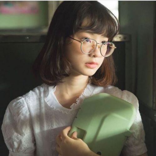 Dù bạn là người có khuôn mặt nhỏ hay gầy nếu tạo kiểu tóc ngắn này sẽ giúp bản thân trông xinh xắn và trẻ trung như Hàn Quốc luôn đó nha.