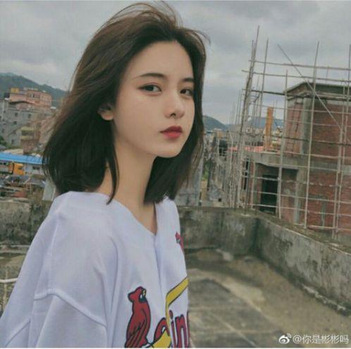 Không quan trọng thần thái, quan trọng là lựa chọn đúng kiểu tóc ngắn tôn nét đẹp trên khuôn mặt nàng, ngại gì không thử phải không các bạn nữ.