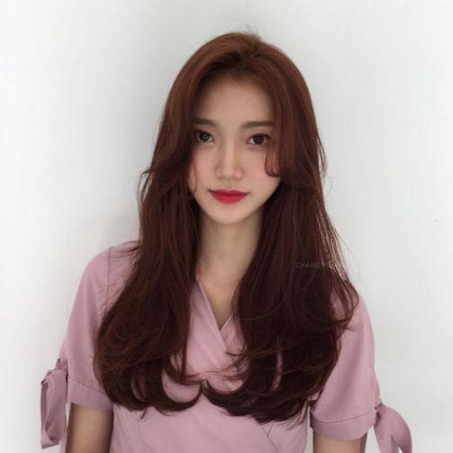 Bật mí 5 cách tạo mẫu tóc nữ uốn cụp đuôi mái dài siêu cá tính và trẻ trung. Giúp nàng thay đổi diện mạo tươi tắn và xinh hơn.
