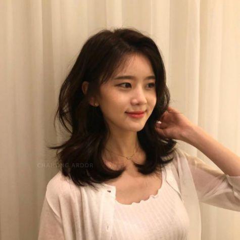 Phong cách tóc layer đậm chất Hàn Quốc dành cho phái nữ xinh xắn và quyến rũ - Hình ảnh số 1