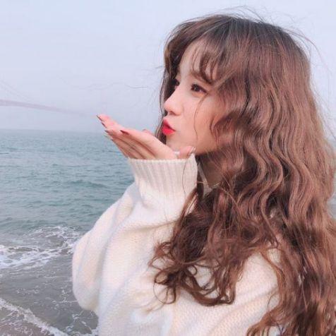 Xem ngay phong cách tạo kiểu tóc xoăn Hàn Quốc đẹp giúp phái nữ trẻ hóa làn da - Hình ảnh số 1