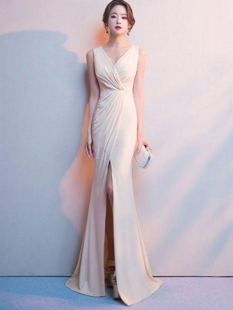 Kiểu đầm dạ hội màu trắng dáng dài cực sang chảnh - Mẫu 1