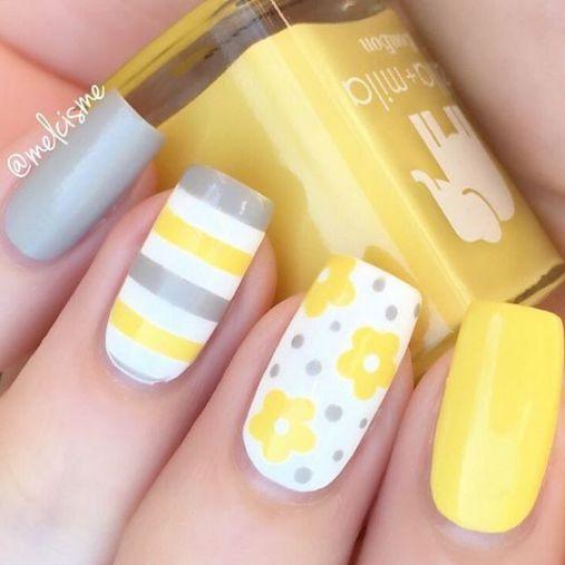 Phong cách Nail màu vàng sọc ngang