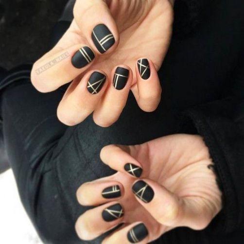 Gợi ý những mẫu nail màu đen cá tính - Hình 2