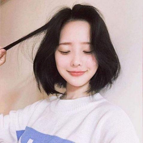 Bạn có biết TOP cách tạo mẫu tóc mái ngắn tại Hàn Quốc, giúp mọi cô nàng không mất nhiều thời gian và công trước vào các dịp đi chơi.