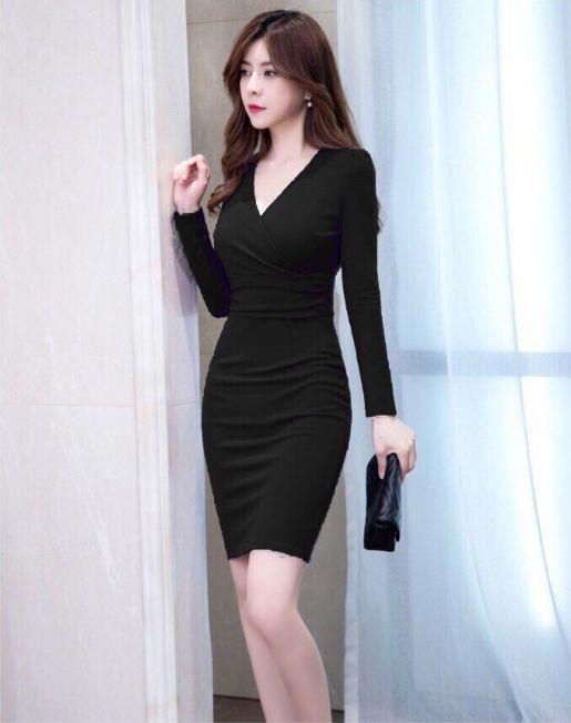 Xu hướng thời trang đầm ôm màu đen hiện nay