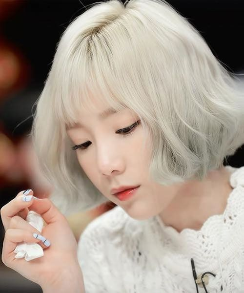 Thời trang tóc ngắn bạch kim đẹp cho nữ