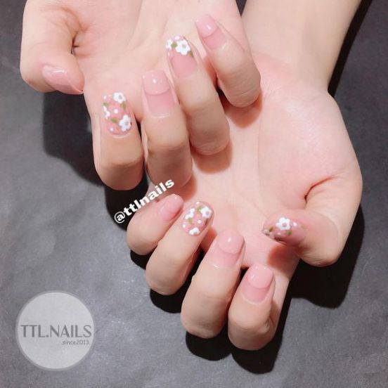 Mẫu móng tay màu hồng dịu dàng nữ tính - Hình 1