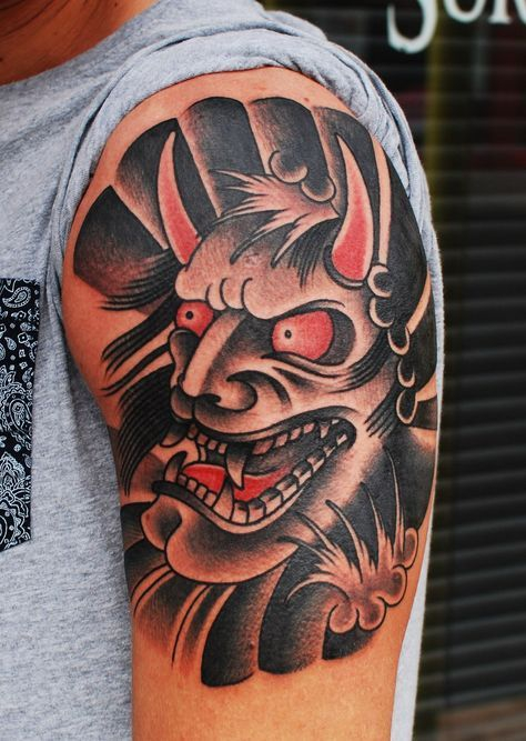 Mẫu hình xăm tattoo mặt quỷ ở bắp tay cho nam