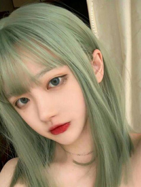 Xinh xắn, Quyến Rũ, Cá Tính và Trẻ Trung là những gì cô gái hot girl này nhận được khi lựa chọn màu tóc khói xanh được yêu thích nhất này.