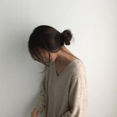 Hé lộ gu phong cách kiểu tóc ngắn buộc củ tỏi không bao giờ lỗi trend theo thời gian - Hình ảnh số 1