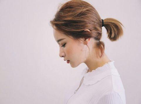Chọn lọc những mẫu tóc ngắn buộc đuôi ngựa giúp phái nữ thay đổi nhan sắc dễ dàng - Hình ảnh số 1