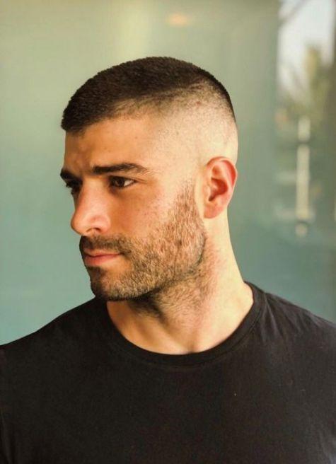 Hình ảnh tóc ngắn bộ đôi cho nam thể hiện nét mạnh mẽ