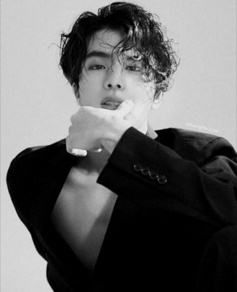 Xu hướng tóc uốn phong cách Hàn Quốc đẹp nhất cho nam giới sành điệu - Hình ảnh số 1