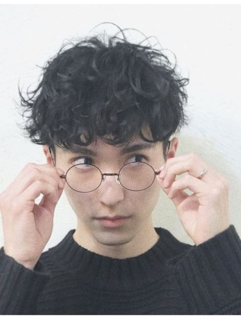 Bật mí những tóc xoăn layer đẹp nhất cho nam giới thêm phần mạnh mẽ và cuốn hút - Hình ảnh số 3