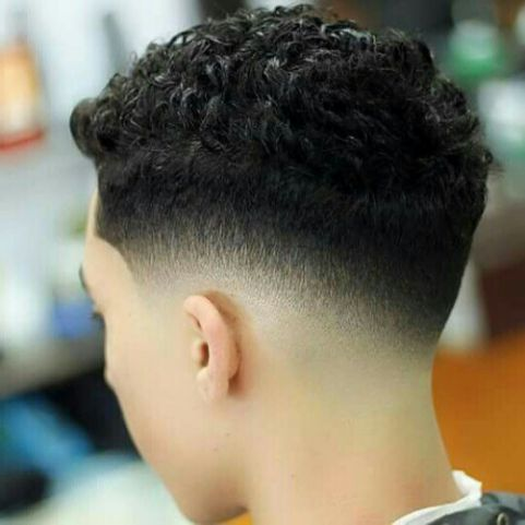 Đẹp thu hút ánh nhìn cùng các tóc xoăn undercut cho nam giới nắm bắt xu thế - Hình ảnh số 1