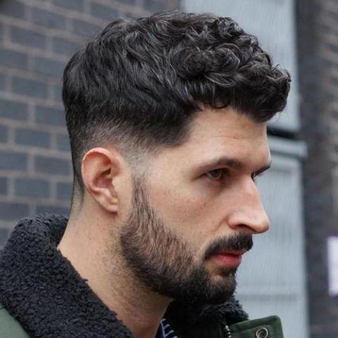 Đẹp thu hút ánh nhìn cùng các tóc xoăn undercut cho nam giới nắm bắt xu thế - Hình ảnh số 2