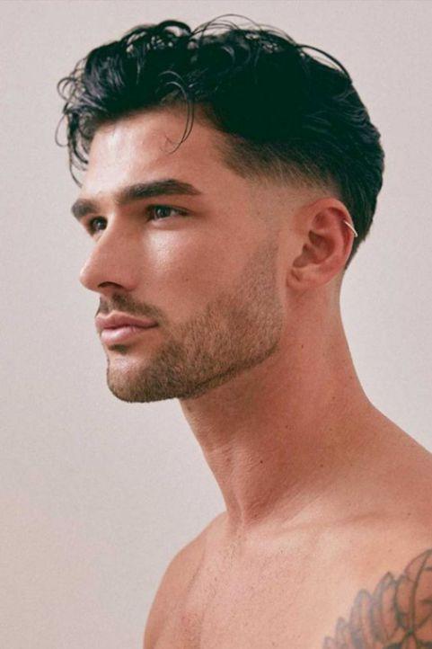 Phong cách tạo kiểu tóc xoăn vuốt ngược đẹp cho nam giới thêm phần mạnh mẽ - Hình ảnh số 1