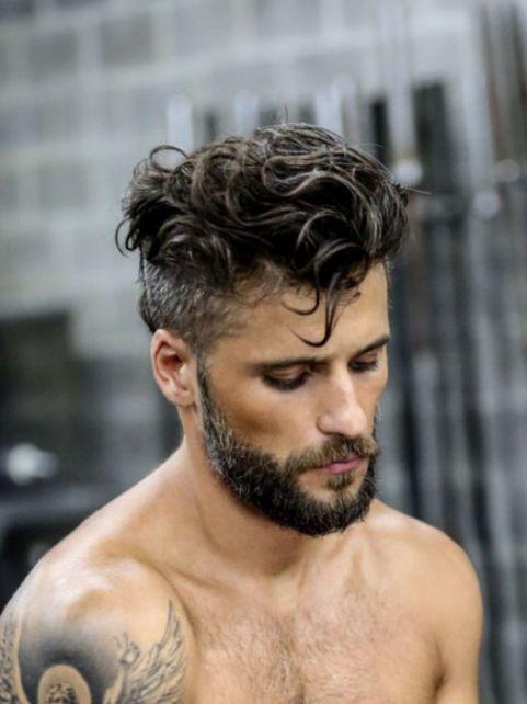 Phong cách tạo kiểu tóc xoăn vuốt ngược đẹp cho nam giới thêm phần mạnh mẽ - Hình ảnh số 3