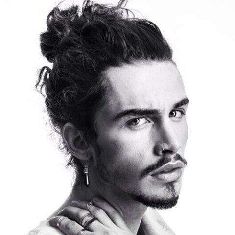 Đẹp điển trai với những phong cách tóc undercut buộc chỏm, buộc sau, buộc đuôi cho nam giới thịnh hành hiện nay - Hình ảnh số 2